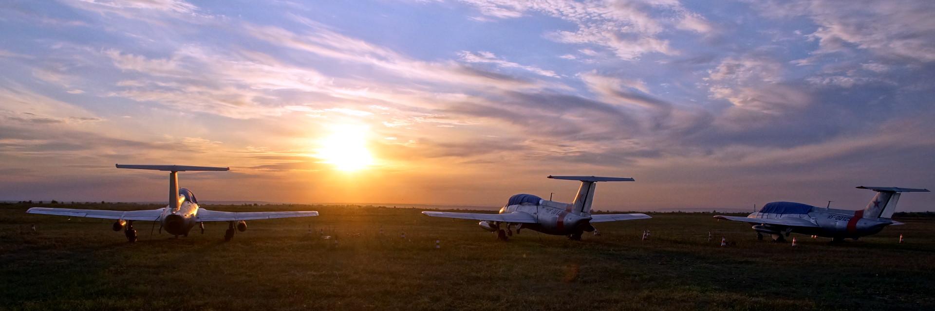 <i>«Испытай один раз полёт, и твои глаза навечно будут устремлены в небо. Однажды там побывав, на всю жизнь обречён тосковать о нём»</i>